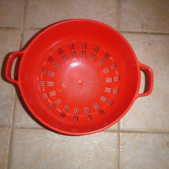Vintage Other - Vintage 80's Large Plastic Red Collender
